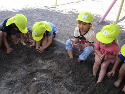 足が砂に埋まっちゃったね。