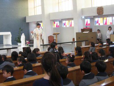 神父様のお話、そして全員を祝福して下さいました。