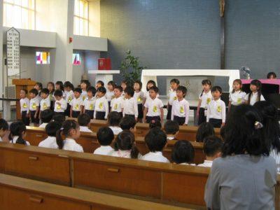 年長さん達は、「Believe」を一人ひとり大きな口をあけ、一生懸命歌いました。