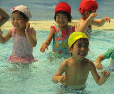水泳教室2回目、わくわくプールへ行きました。