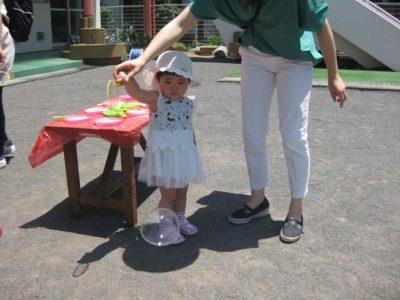 久しぶりにお天気になった園庭では、シャボン玉遊びに参加