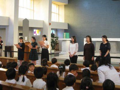 先生達も「里の秋」の二部合唱を披露