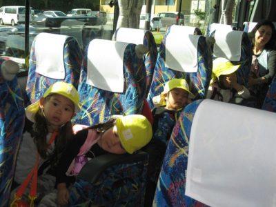 帰りのバスは、みんなスヤスヤ。