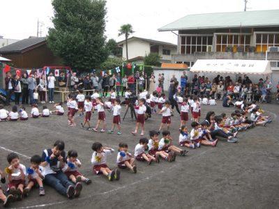 運動会の最後は全園児による遊技「スマイル」