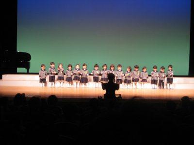 満3歳いちご組による合奏「あわてんぼうのサンタクロース」