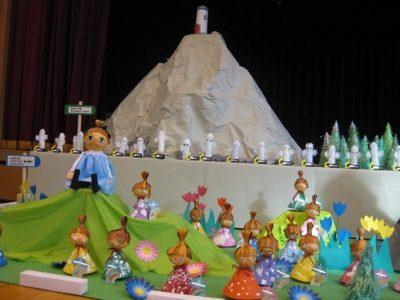 満3歳いちご組とてんし組は、おさびし山とニョロニョロを作りました。