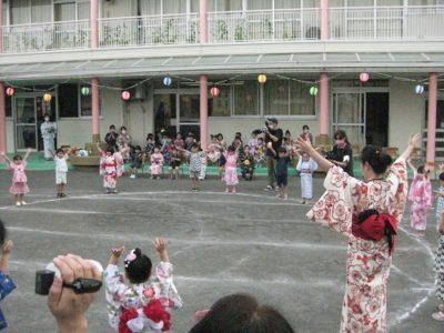 「カバとトットでカバトット~♪」と楽しそうに踊るさくら組のお友だち