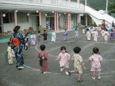 ひよこ組も元気よく踊りました。