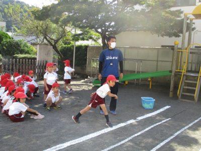 テニスボール投げ