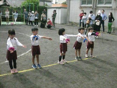 年長ダンス「笑一笑~シャオイーシャオ~」隊形移動にも挑戦しました。