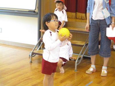 10回投げたボールを何回捕球できるかを測定。