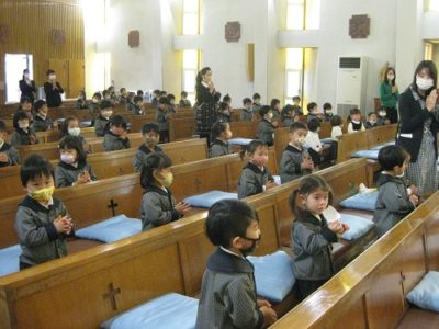 10時より、全園児が聖堂に入って七五三祝福式を行いました。