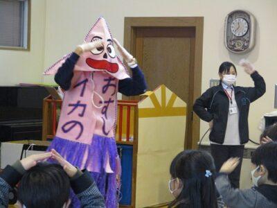 最後に「イカのおすし」のダンスをみんなで踊りました。