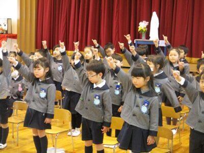 もうすぐ1年生になる年長さんは、「やくそくハーイ!」をリズム感よ良く歌いました。