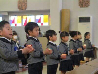 聖マリア幼稚園のあかりを、年中さんに伝える儀式
