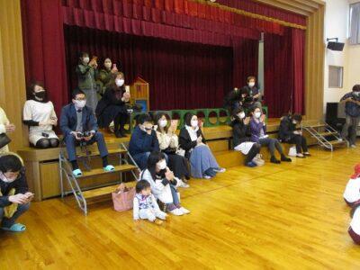 幼稚園最後の参観日。お父様お母様達も応援にきてくださいました。