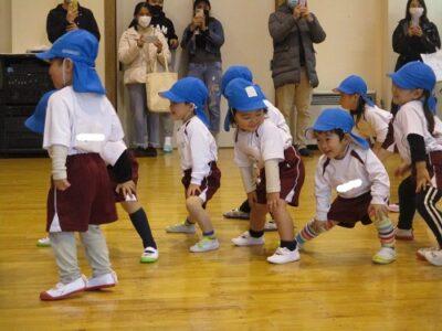 満3才のいちご組は、体操教室の様子を見ていただきました。