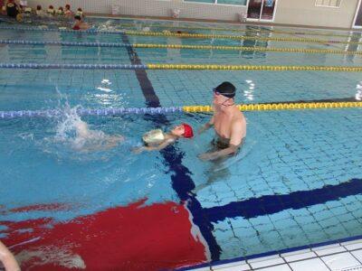コーチが手を放しても泳げるようになりました。