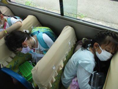帰りのバスでは、みな爆睡でした。